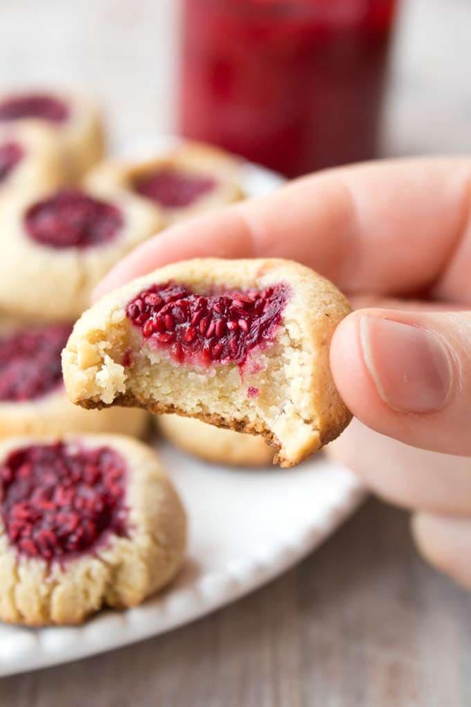 Low-Carb-Raspberry-Cookies